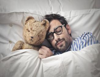 מה הקשר בין הרגלי תזונה לאיכות השינה?
